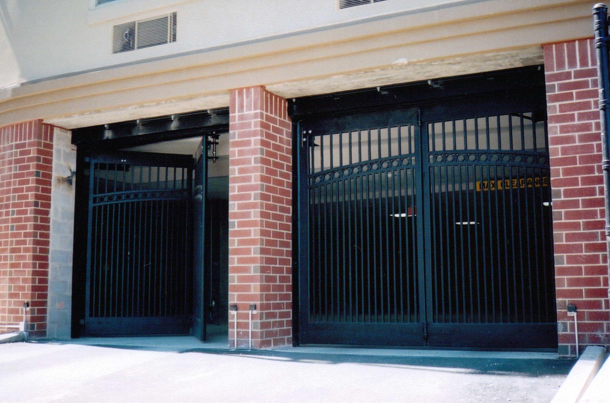 Secure Parking Four Fold Doors Electric Power Door